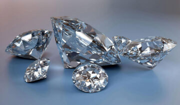 A diamond can be fluorescent